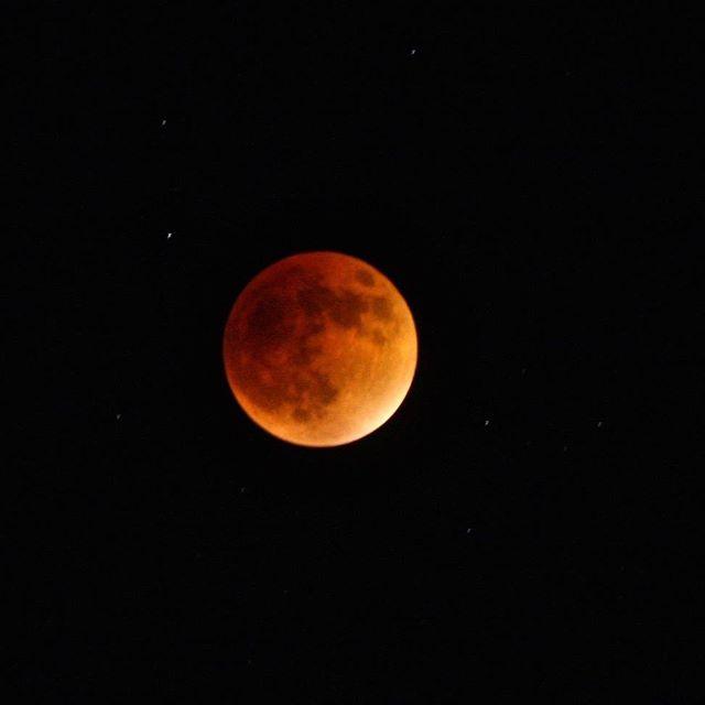 V.I. Blood Moon. 22:47 AST.